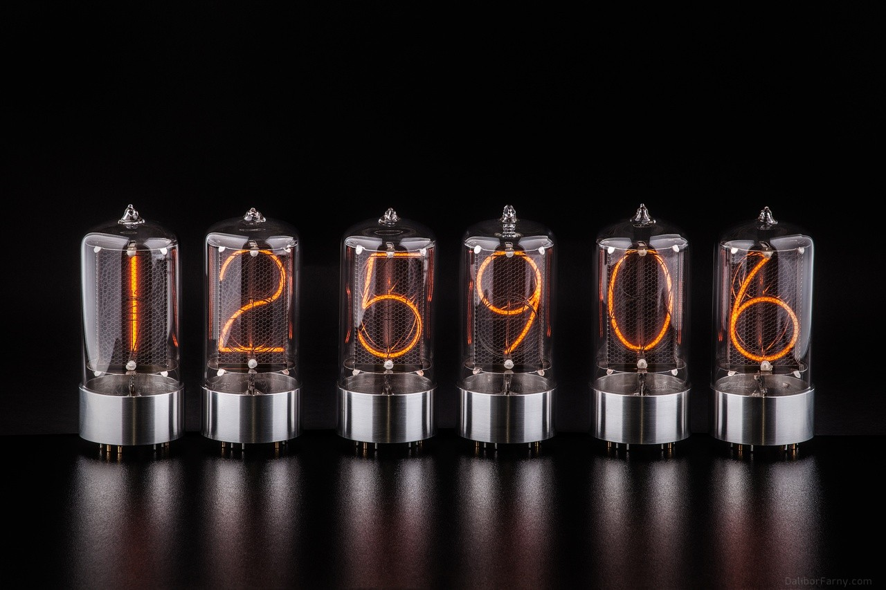 Six Tubes With Natural Aluminum Base